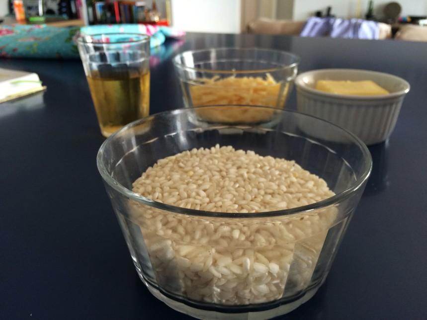 Base para risoto: arroz, manteiga, vinho e queijo
